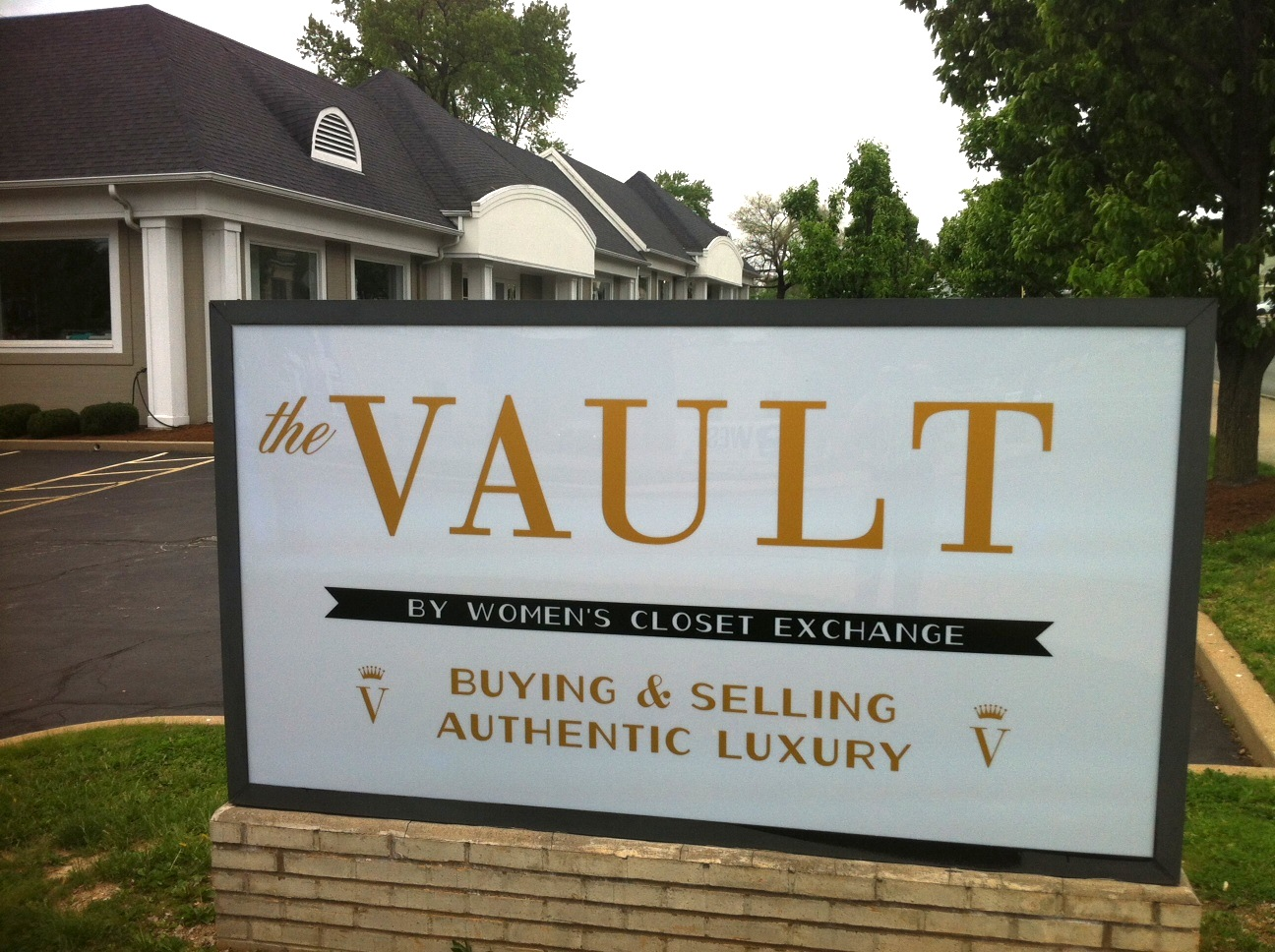 Women clothing stores. Vault clothing store
