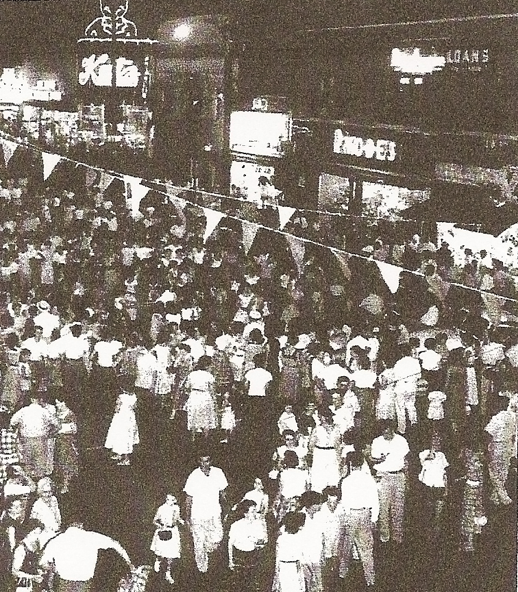 I don't know what was going on here but it is happening again. The crowds are returning. Sure would be nice to have that Big Kat once again. From a newspaper clipping at the Maplewood public Library.